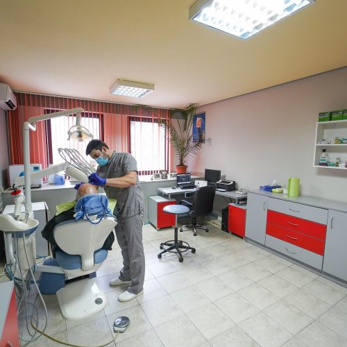 мариян-хаджиев-зъболекар-с-пациент